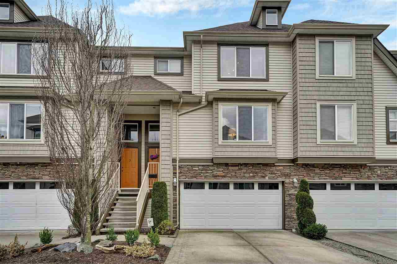 "Main Photo: 2 46778 HUDSON Road in Chilliwack: Promontory Townhouse for sale in ""COBBLESTONE TERRACE"" (Sardis)  : MLS®# R2443505"