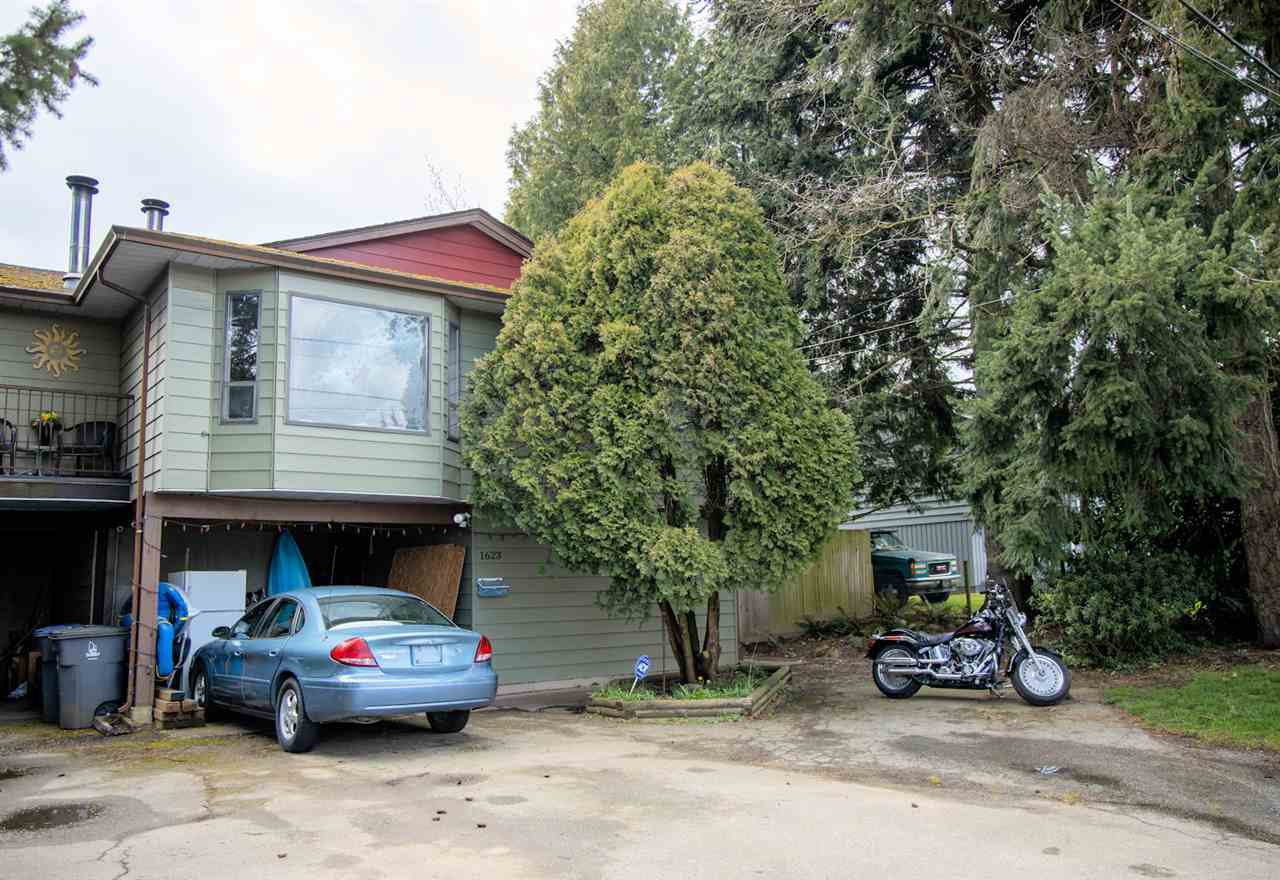 Main Photo: 1623 KING GEORGE Boulevard in Surrey: King George Corridor House 1/2 Duplex for sale (South Surrey White Rock)  : MLS®# R2449045