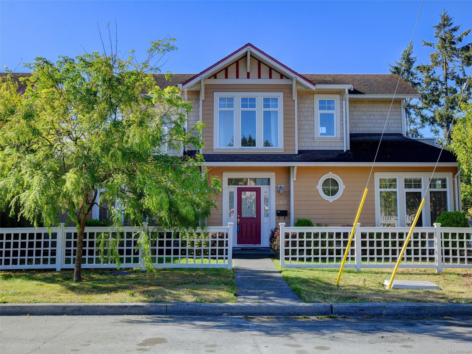 Main Photo: 2377 OAKVILLE Ave in Sidney: Si Sidney South-East House for sale : MLS®# 839345