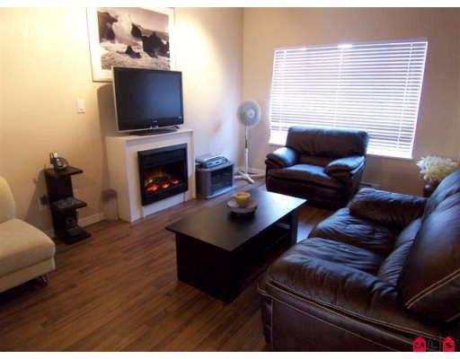 Main Photo: 153 18791 Avenue 66: Cloverdale Condo for sale : MLS®# F2730636