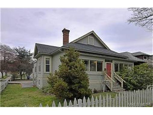 Main Photo: 2589 Graham St in VICTORIA: Vi Hillside House for sale (Victoria)  : MLS®# 458590