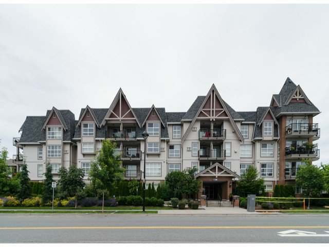 Main Photo: # 218 17769 57TH AV in Surrey: Cloverdale BC Condo for sale (Cloverdale)  : MLS®# F1415783