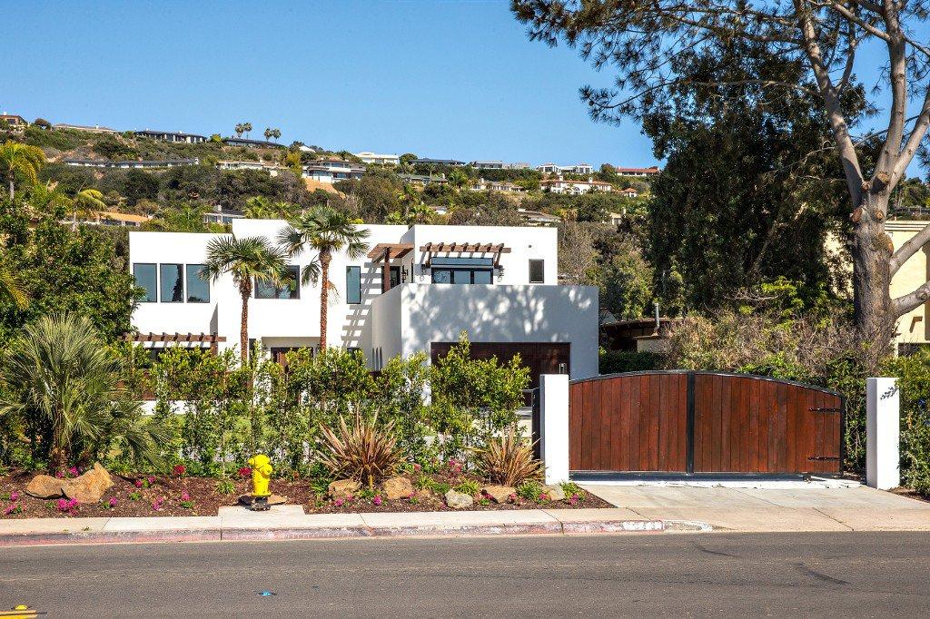 Main Photo: Residential for sale : 4 bedrooms : 8319 La Jolla Shores Dr. in La Jolla