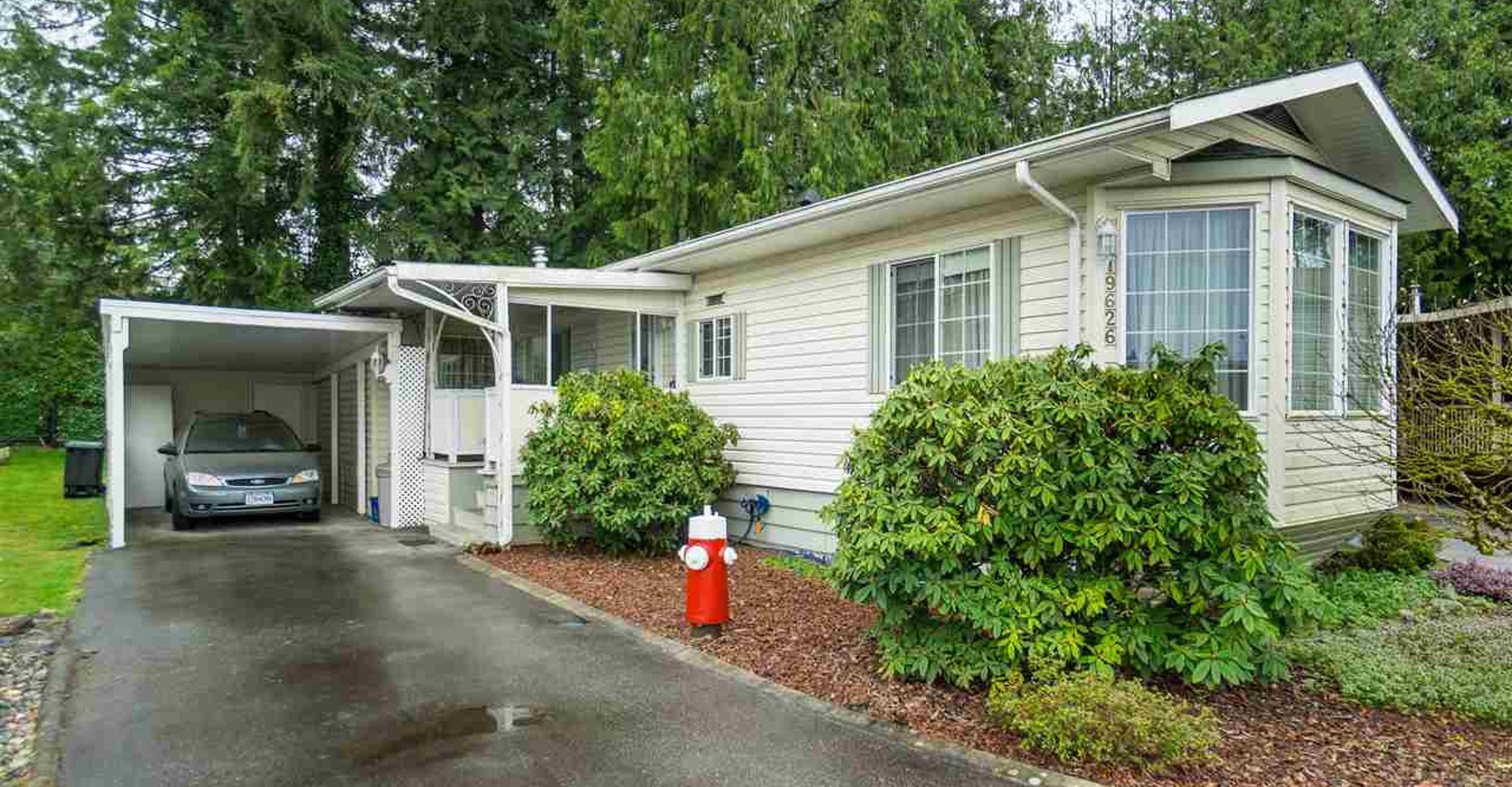 Main Photo: 19626 Pinyon Lane in Pitt Meadows: Manufactured Home for sale : MLS®# R2356376