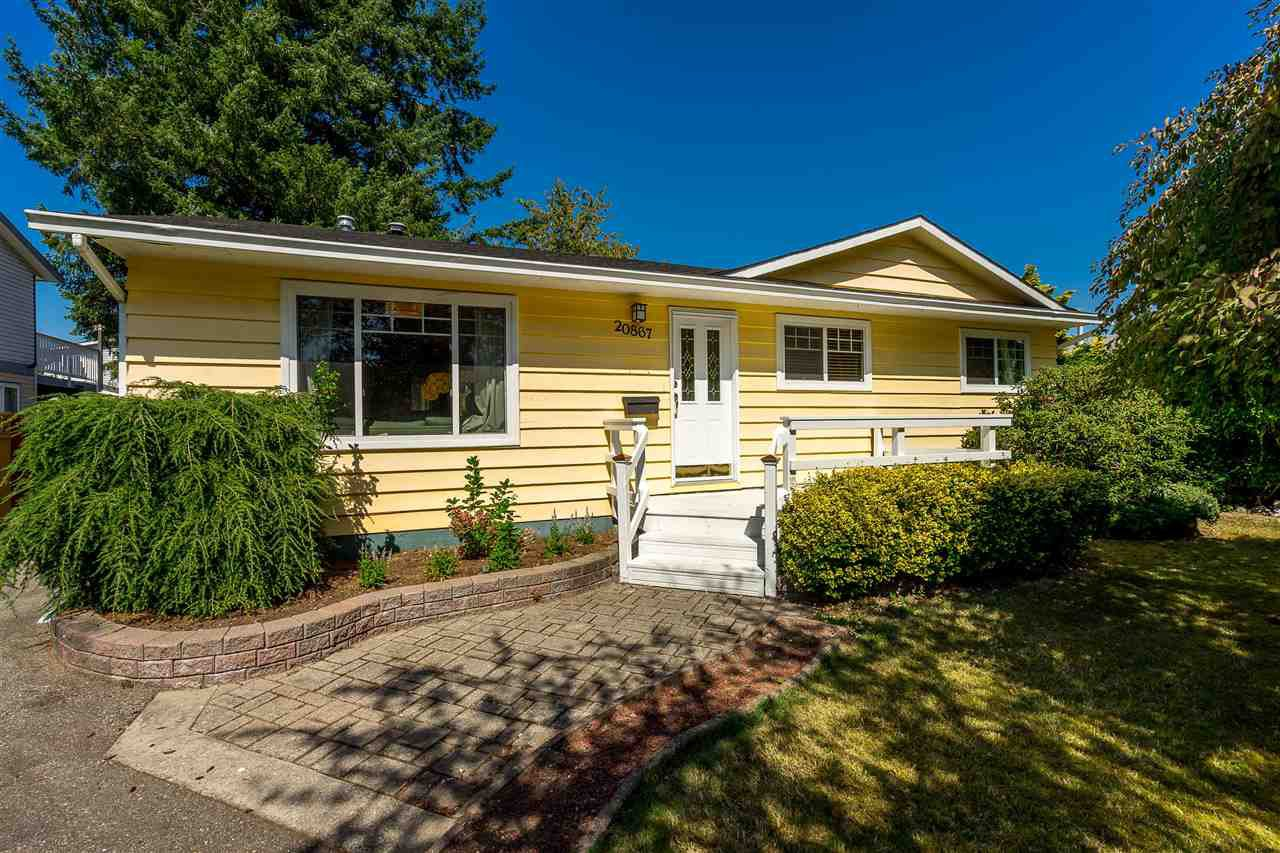 Main Photo: 20867 52A Avenue in Langley: Langley City House for sale : MLS®# R2401414