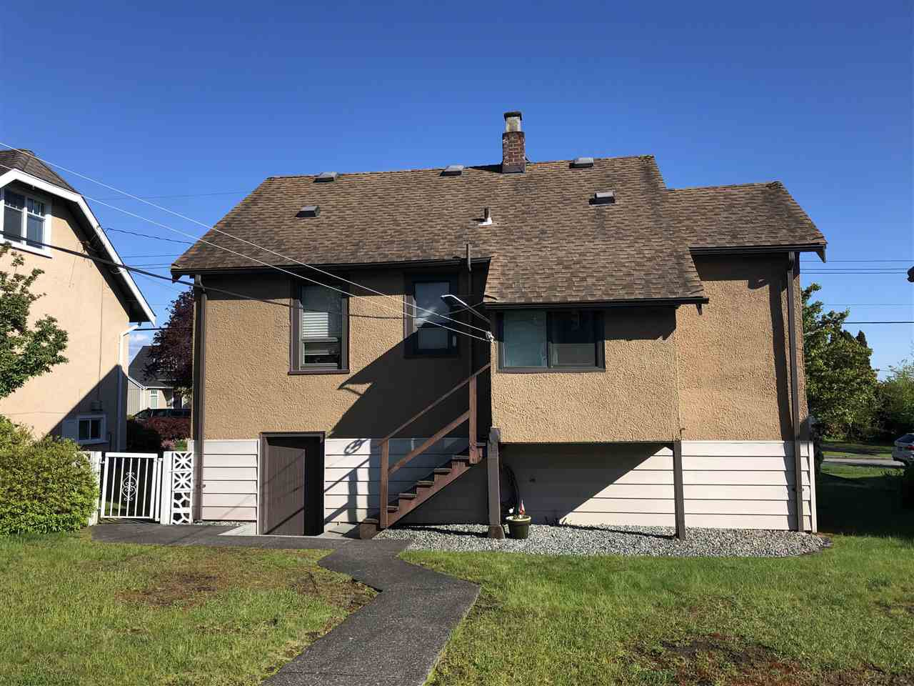 Photo 2: Photos: 1815 LONDON Street in New Westminster: West End NW House for sale : MLS®# R2454695