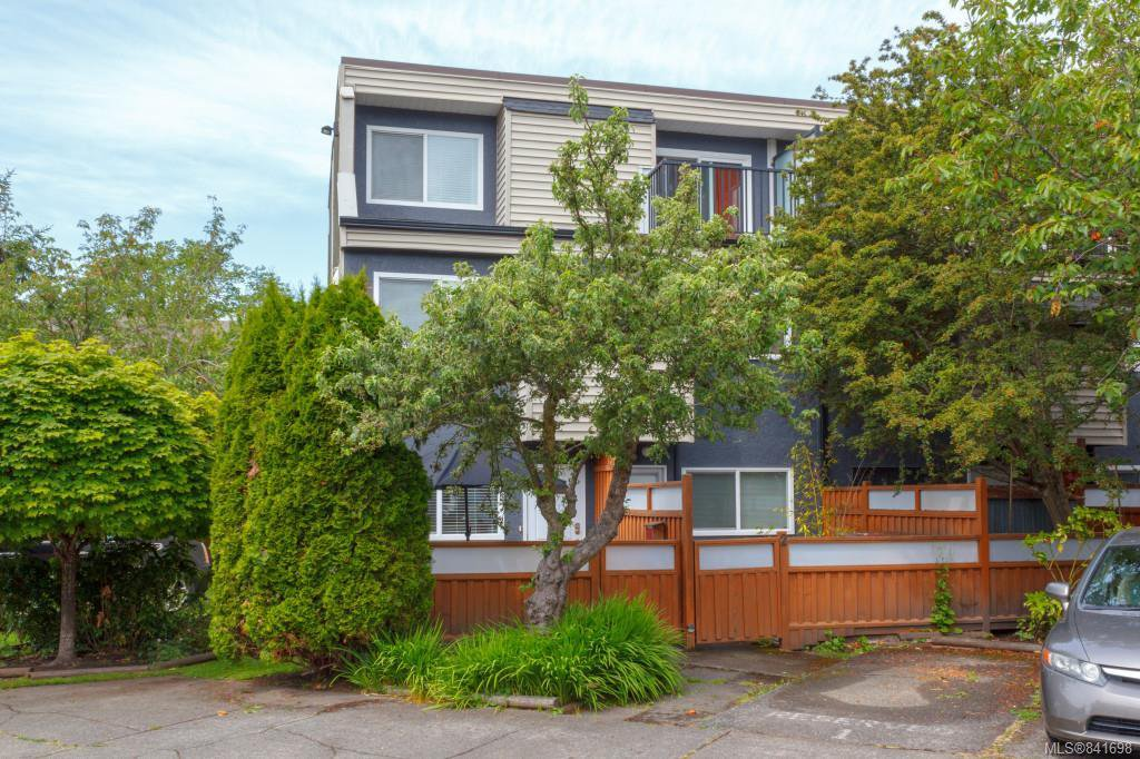 Main Photo: 1 50 Montreal St in Victoria: Vi James Bay Row/Townhouse for sale : MLS®# 841698