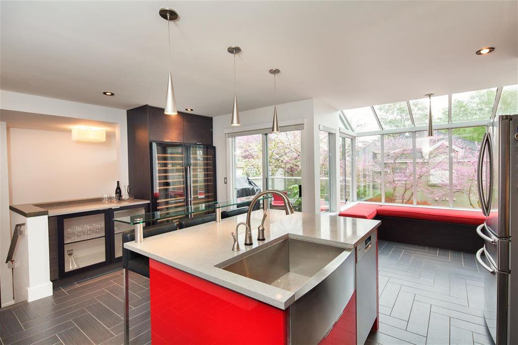 Photo 3: Photos: 8481 Quayside Court in Vancouver: Fraserview VE Townhouse for sale (Vancouver East)  : MLS®# R2057386