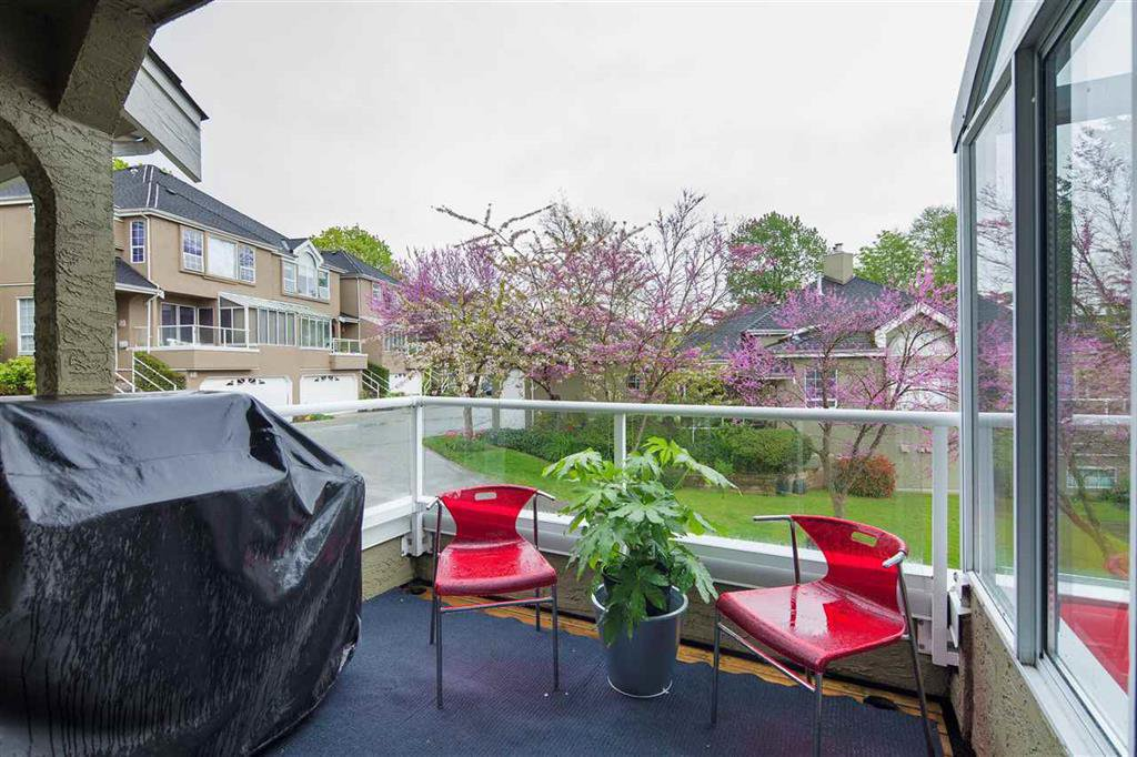 Photo 6: Photos: 8481 Quayside Court in Vancouver: Fraserview VE Townhouse for sale (Vancouver East)  : MLS®# R2057386