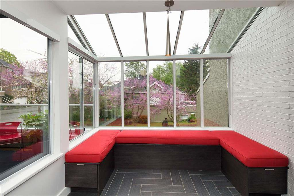 Photo 5: Photos: 8481 Quayside Court in Vancouver: Fraserview VE Townhouse for sale (Vancouver East)  : MLS®# R2057386