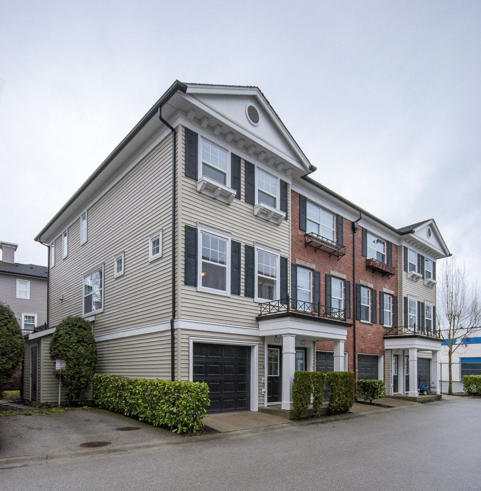 Main Photo: 52-11067 Barnston View Road in Pitt Meadows: South Meadows Townhouse for sale : MLS®# R2145745