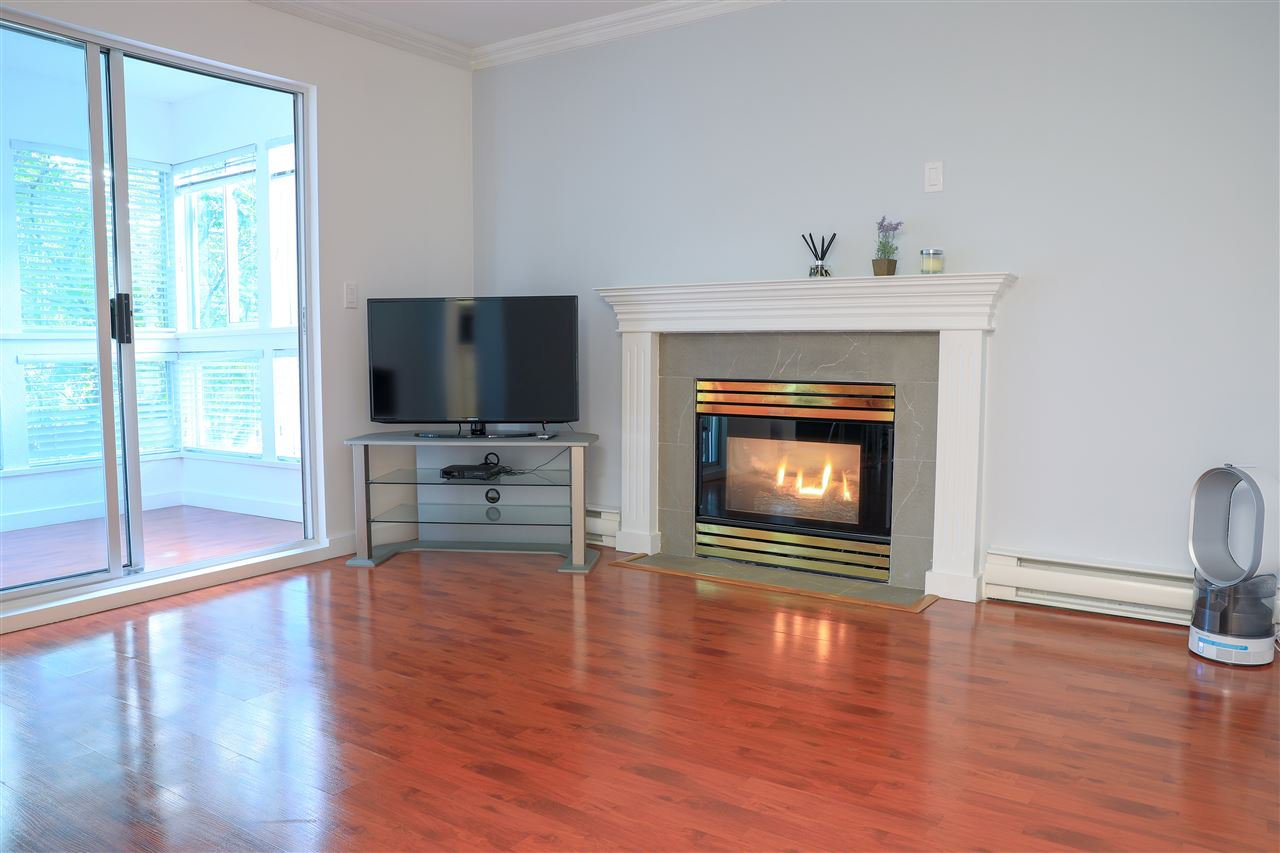 "Main Photo: 206 2133 DUNDAS Street in Vancouver: Hastings Condo for sale in ""Harbourgate"" (Vancouver East)  : MLS®# R2395295"