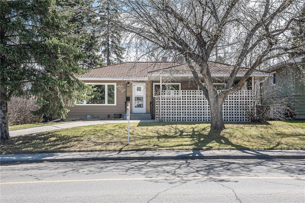 Main Photo: 611 75 Avenue SW in Calgary: Kingsland Detached for sale : MLS®# C4296092