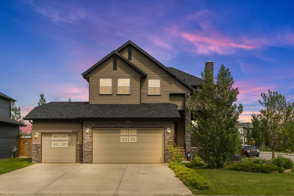 Stunning 2-storey home with triple garage and amazing backyard!