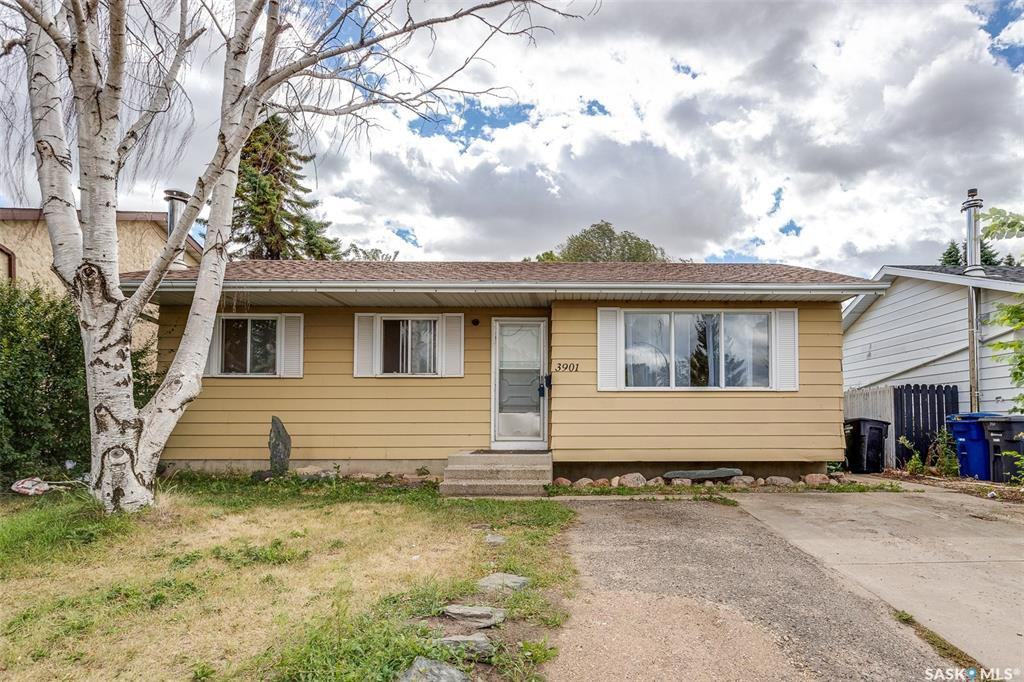 Main Photo: 3901 Diefenbaker Drive in Saskatoon: Pacific Heights Residential for sale : MLS®# SK834737