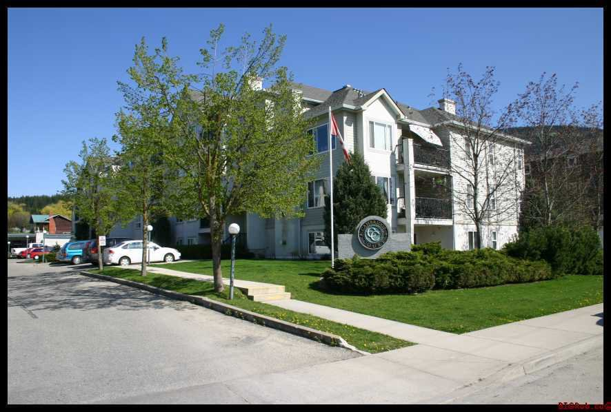 Main Photo: 401 650 Southwest 3 Street in Salmon Arm: Cambridge Court House for sale (Downtown Salmon Arm)  : MLS®# 10096495