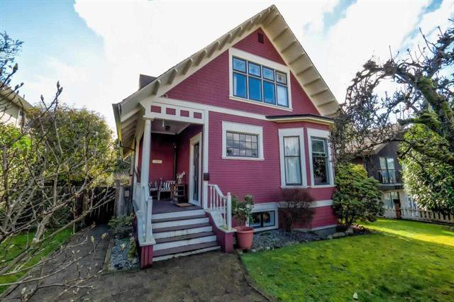 Main Photo: 311 W 14TH STREET in North Vancouver: Central Lonsdale House for sale : MLS®# R2036806