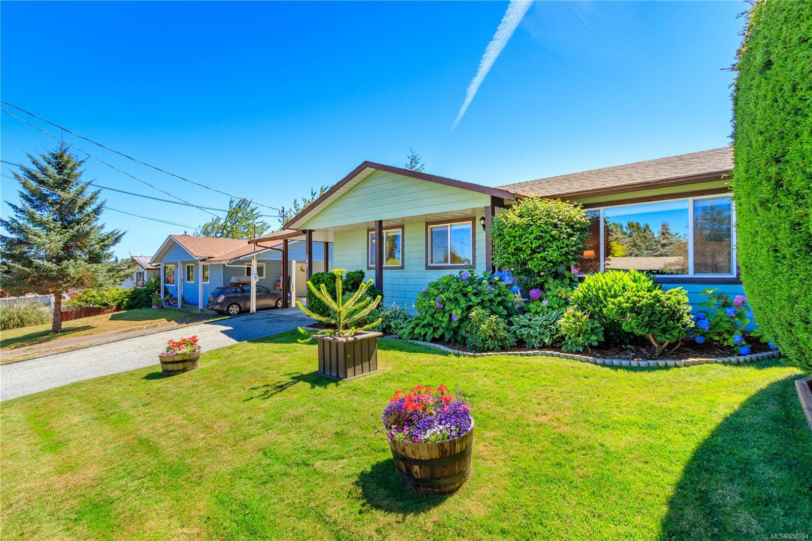 Main Photo: 563 Nova St in : Na South Nanaimo Single Family Detached for sale (Nanaimo)  : MLS®# 850294