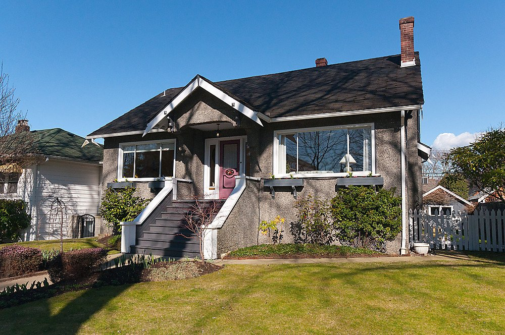 Photo 2: Photos: 3965 W 14TH Avenue in Vancouver: Point Grey House for sale (Vancouver West)  : MLS®# V936839