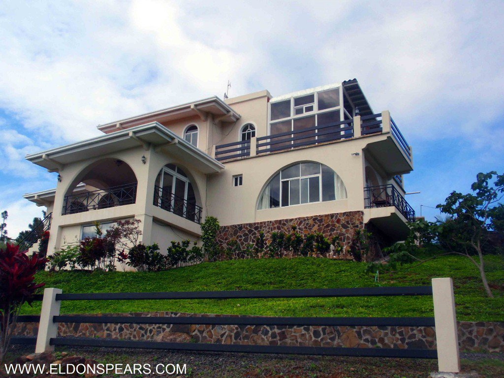 Beautiful Mountainside home for sale in Panama