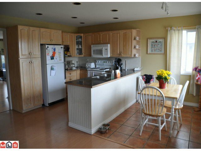 Photo 9: Photos: 5018 214A Street in : Murrayville House 1/2 Duplex for sale (Langley)  : MLS®# F1027607