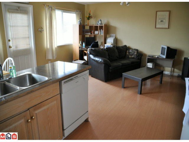 Photo 4: Photos: 5018 214A Street in : Murrayville House 1/2 Duplex for sale (Langley)  : MLS®# F1027607