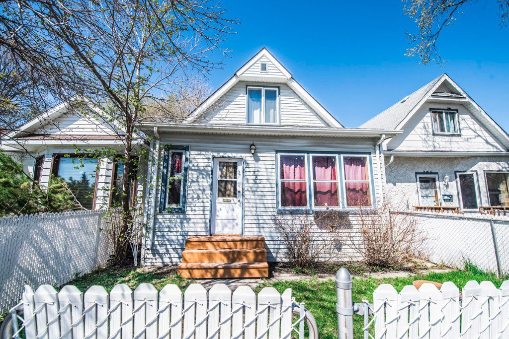 Main Photo: 250 King Edward Street in Winnipeg: St James Single Family Detached for sale (5E)  : MLS®# 1711351