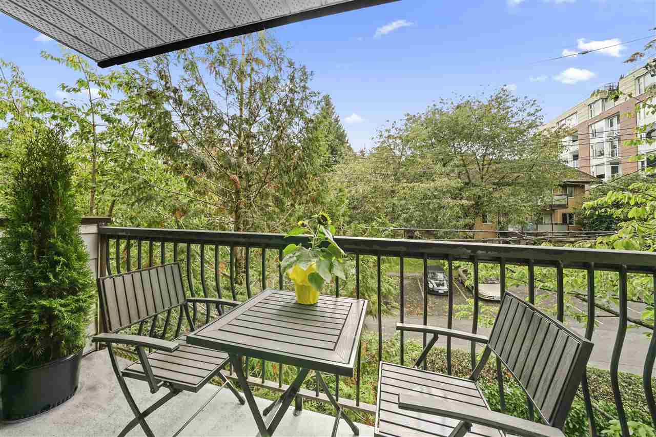 """Main Photo: 304 334 E 5TH Avenue in Vancouver: Mount Pleasant VE Condo for sale in """"View Pointe"""" (Vancouver East)  : MLS®# R2508218"""