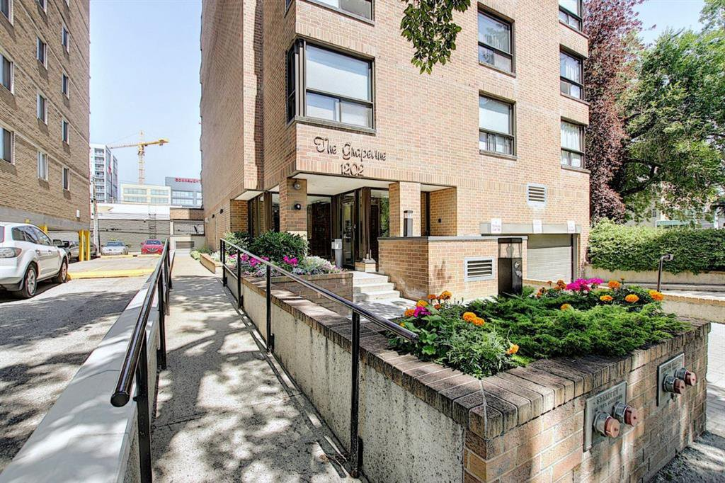 Main Photo: 301 1202 13 Avenue SW in Calgary: Beltline Apartment for sale : MLS®# A1046308