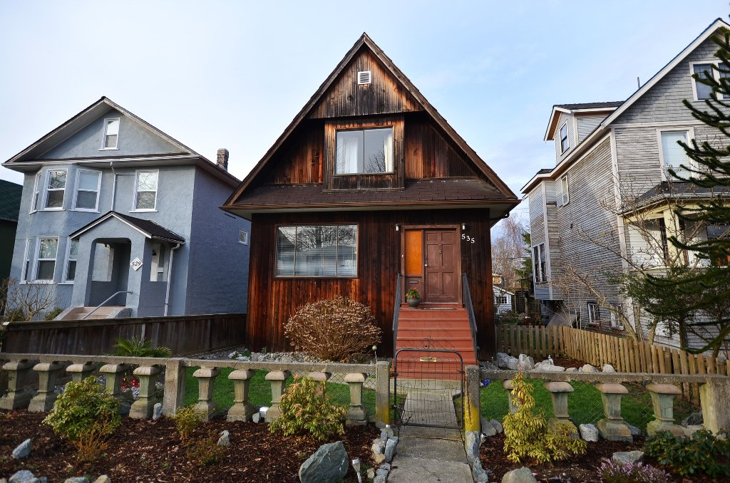 Main Photo: 535 E 11TH Avenue in Vancouver: Mount Pleasant VE House for sale (Vancouver East)  : MLS®# V935671