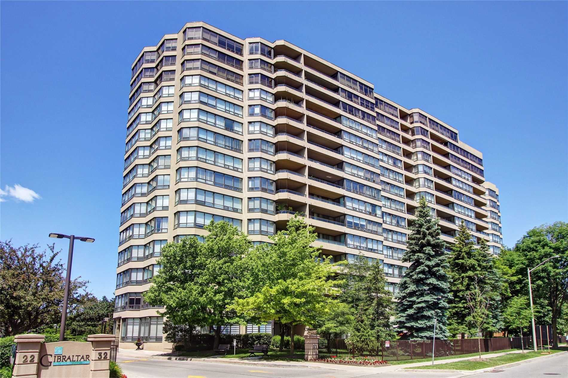 Main Photo: 420 32 Clarissa Drive in Richmond Hill: Harding Condo for sale : MLS®# N4690720