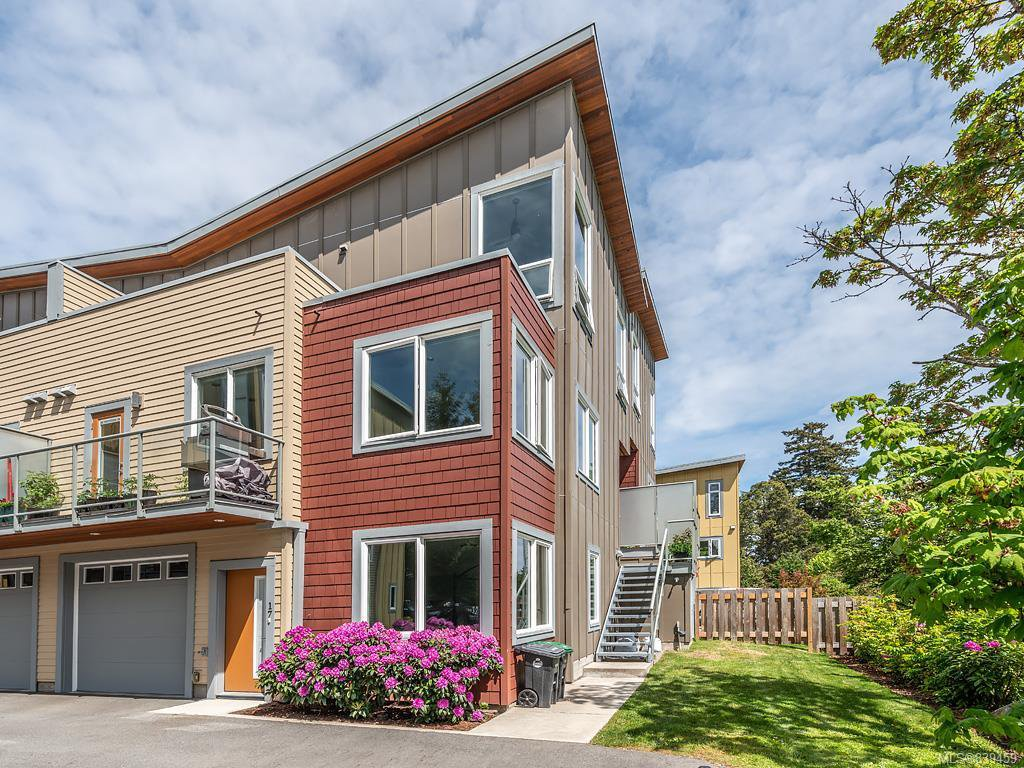 Main Photo: 17 235 Island Hwy in View Royal: VR View Royal Row/Townhouse for sale : MLS®# 839459