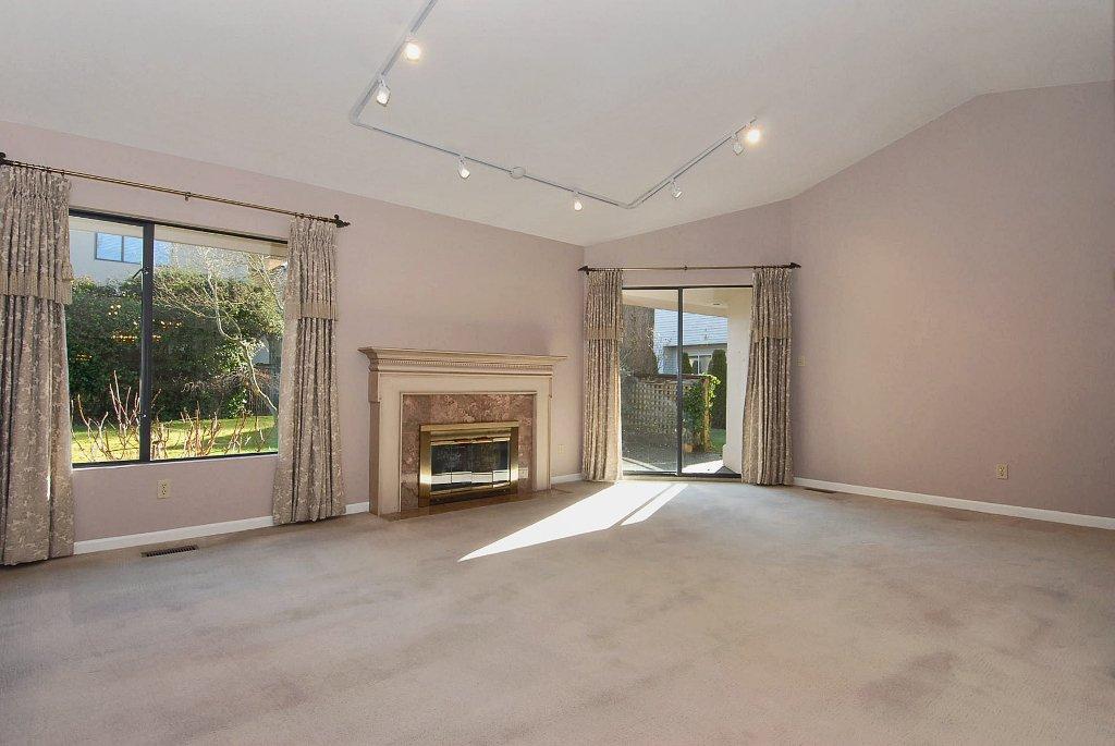 Spacious & gracious living in the Palisades.  Huge livingroom overlooks quiet east garden.