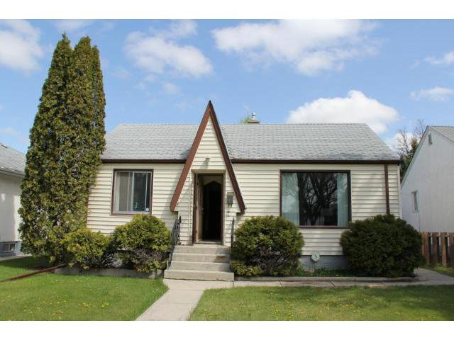 Main Photo: 221 Helmsdale Avenue in WINNIPEG: East Kildonan Residential for sale (North East Winnipeg)  : MLS®# 1212766