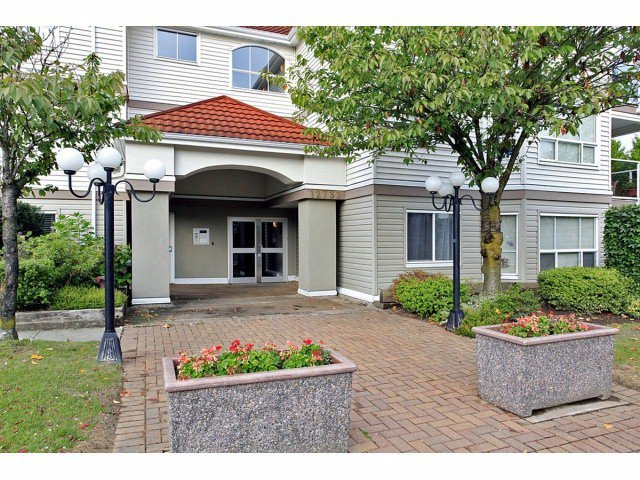 Main Photo: 205 12733 72 Avenue in Surrey: West Newton Condo for sale : MLS®# F1302219