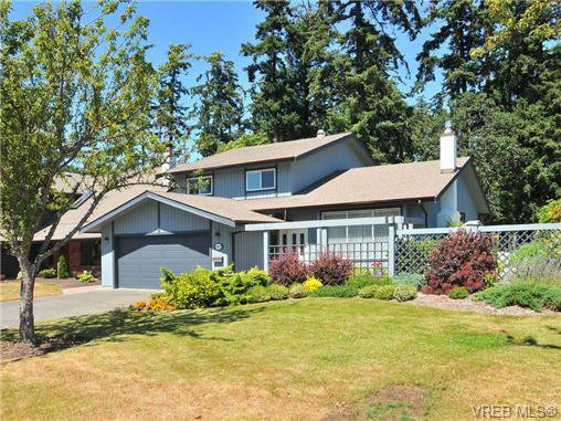 Main Photo: 4401 Robinwood Dr in VICTORIA: SE Gordon Head House for sale (Saanich East)  : MLS®# 676745