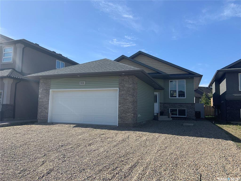 Main Photo: 906 Werschner Crescent in Saskatoon: Rosewood Residential for sale : MLS®# SK806389