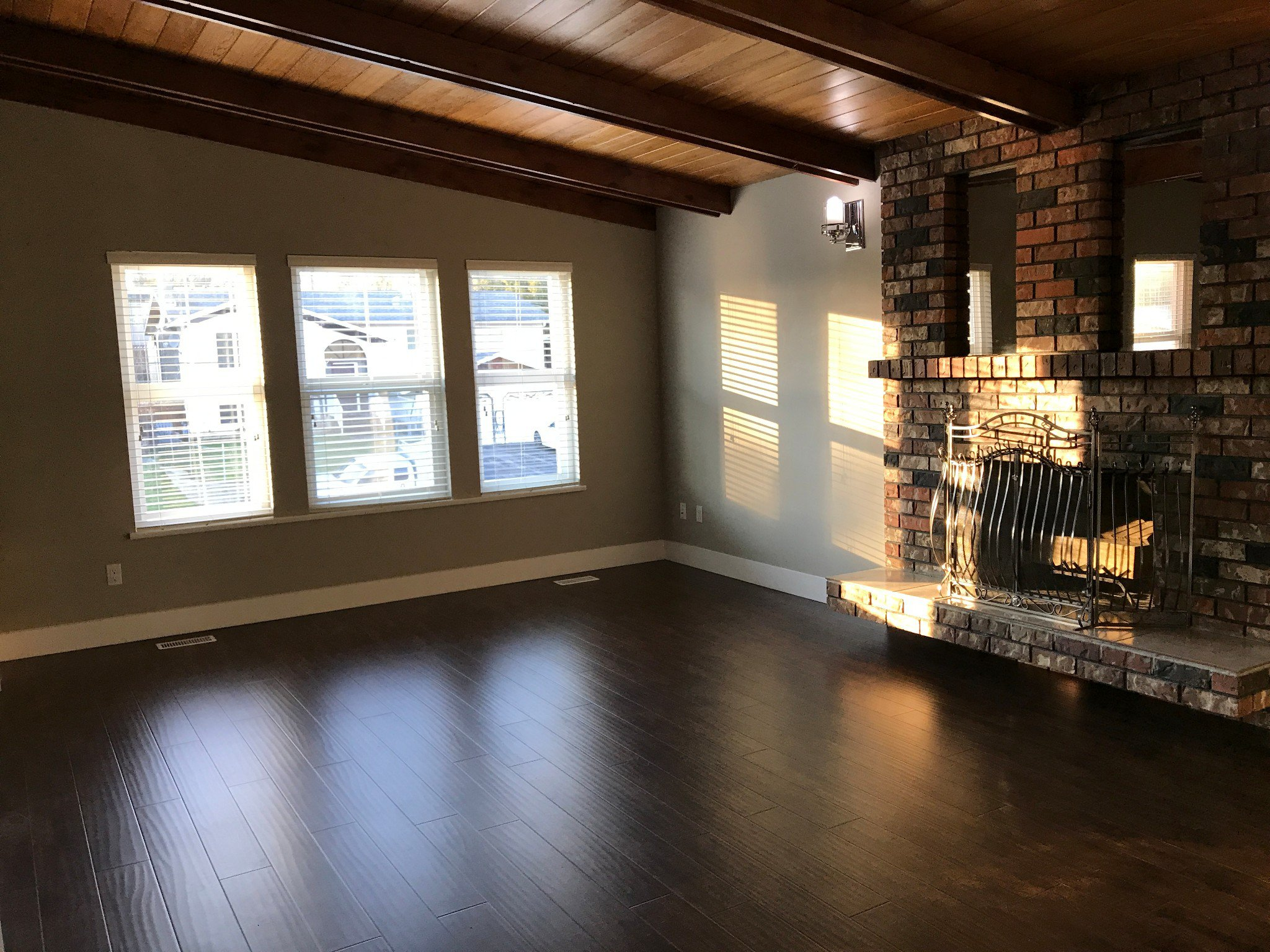 Photo 2: Photos: 2046 Ridgeway Street in Abbotsford: Central Abbotsford House for rent