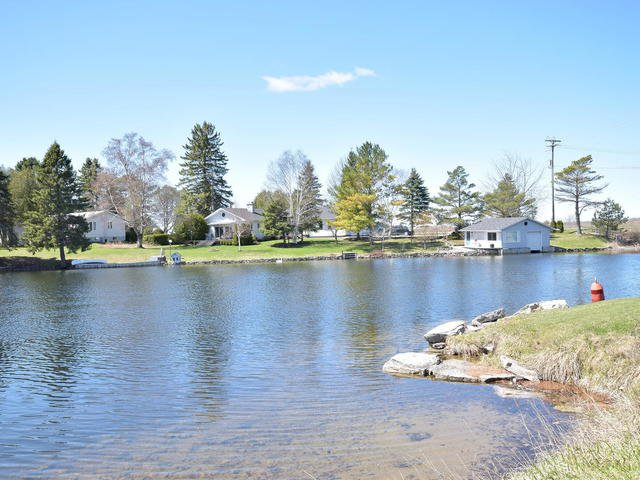 Photo 3: Photos: 108 Canal Road in Kawartha Lakes: Bolsover Freehold for sale : MLS®# X3775471