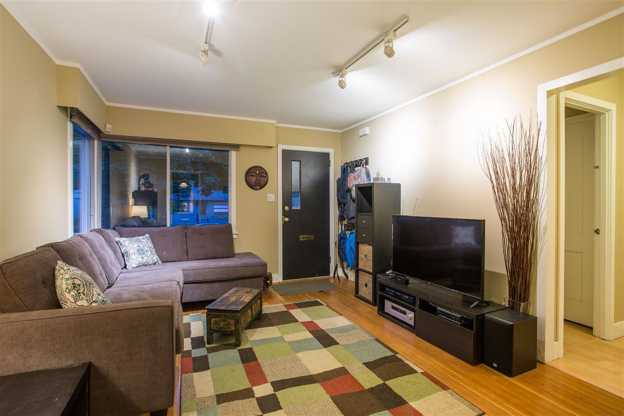 Photo 3: Photos: 5023 SHERBROOKE STREET in Vancouver: Knight House for sale (Vancouver East)  : MLS®# R2292328