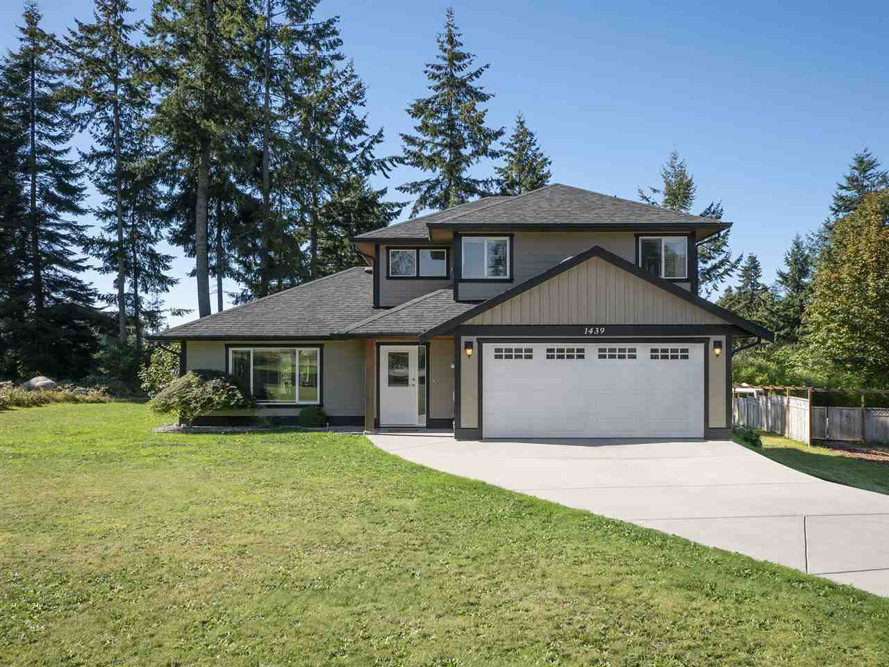 Main Photo: 1439 MOONDANCE Place in Gibsons: Gibsons & Area House for sale (Sunshine Coast)  : MLS®# R2505477