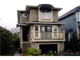 Main Photo:  in VICTORIA: Vi Jubilee House for sale (Victoria)  : MLS®# 389539