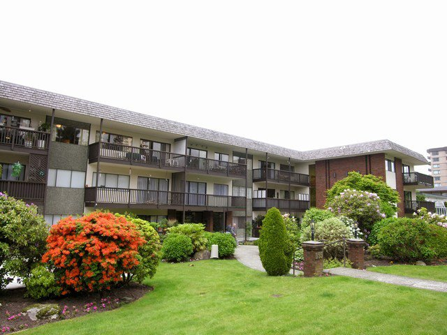 Main Photo: 303 155 E 5TH Street in North Vancouver: Lower Lonsdale Condo for sale : MLS®# V967983