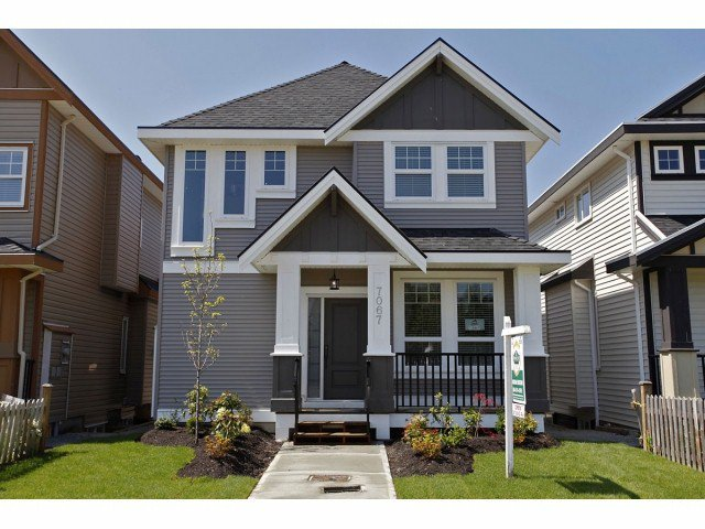 """Photo 2: Photos: 7067 196TH ST in Surrey: Clayton House for sale in """"CLAYTON"""" (Cloverdale)  : MLS®# F1307930"""