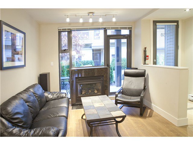 Photo 3: Photos: 3758 COMMERCIAL ST in Vancouver: Victoria VE Condo for sale (Vancouver East)  : MLS®# V1036430