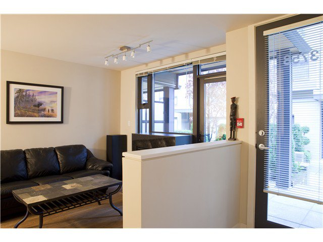 Photo 4: Photos: 3758 COMMERCIAL ST in Vancouver: Victoria VE Condo for sale (Vancouver East)  : MLS®# V1036430