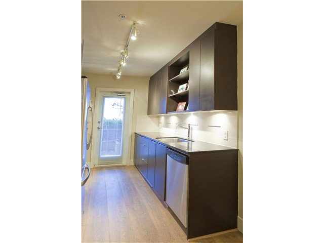 Photo 8: Photos: 3758 COMMERCIAL ST in Vancouver: Victoria VE Condo for sale (Vancouver East)  : MLS®# V1036430