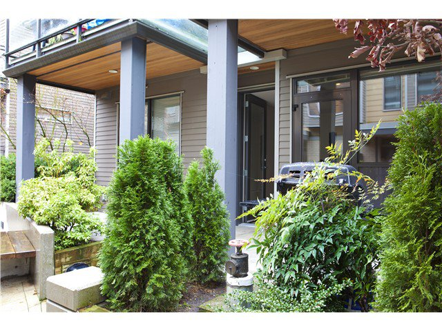 Photo 2: Photos: 3758 COMMERCIAL ST in Vancouver: Victoria VE Condo for sale (Vancouver East)  : MLS®# V1036430