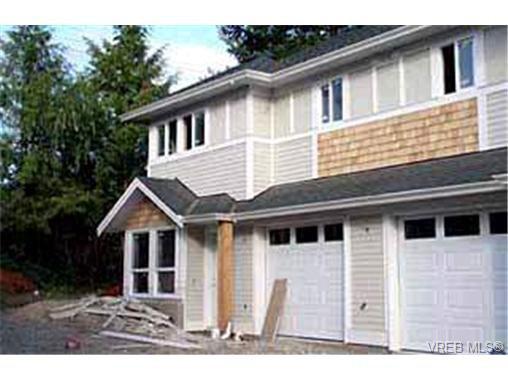 Main Photo: 2 4250 Quadra St in VICTORIA: SE High Quadra Row/Townhouse for sale (Saanich East)  : MLS®# 313844