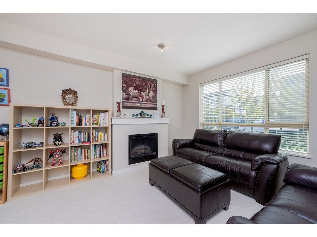 Photo 3: Photos: 26 2738 158 STREET in Surrey: Grandview Surrey Townhouse for sale (South Surrey White Rock)  : MLS®# R2258929